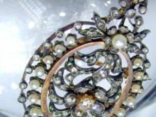フランス刻印、2種のオールドカットダイヤと天然パール(鑑定書付)【商品番号4704】e